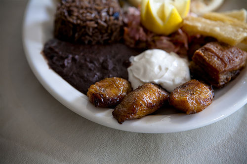 A quick, one-plate tour of Salvadoran favorites is reason enough for a trip to Lemmon Avenue.