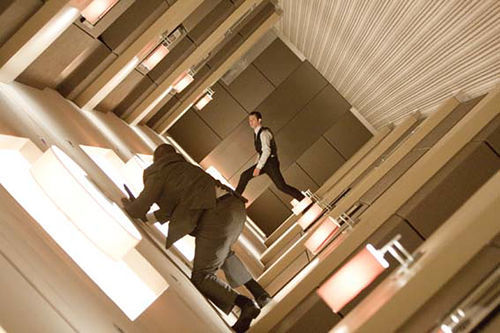 Joseph Gordon-Levitt climbs the walls. So will viewers.