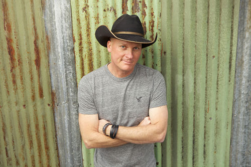Kevin Fowler keeps chugging away ... and just chugging.