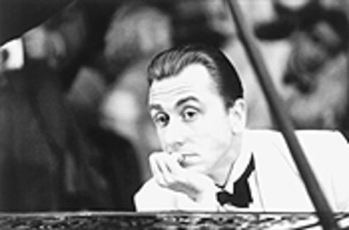 They shoot piano players, but not when they're as wonderful as 1900 (Tim Roth).