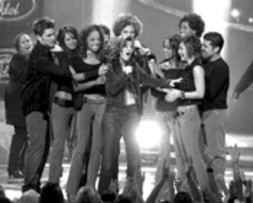 Kelly Clarkson winning last season&Acirc;s  American Idol 
