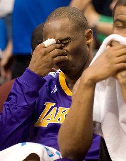 Kobe Bryant realizes he forgot Mother&amp;#146;s Day.
