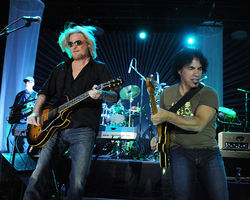 Hall & Oates: Playing the shit out of Allen.