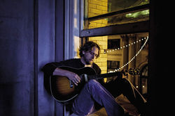 Hayes Carll's got one foot in the Texas country scene and one foot out of it.