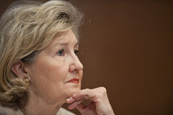 National experts say Senator  Kay Bailey Hutchison&amp;#146;s actions on the Dallas Trinity toll road resemble the kind of behavior that brought