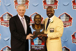 Emmitt Smith is the 10th Cowboys player inducted into the Pro Football Hall of Fame. But for some Dallas fans, that's not enough.